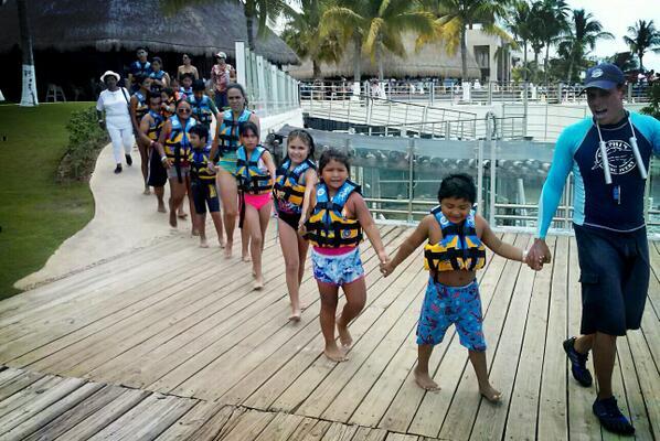 Dolphin Discovery Children's Day #DiezMilSonrisas